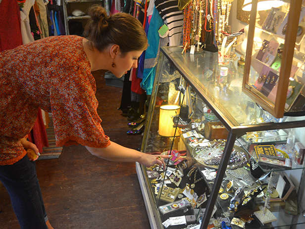 Shopping For Your Vintage Jewelry Collection Business